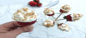 Strawberry Cheese Cake Lollipops