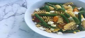 Pasta with fresh green beans, corn & basil