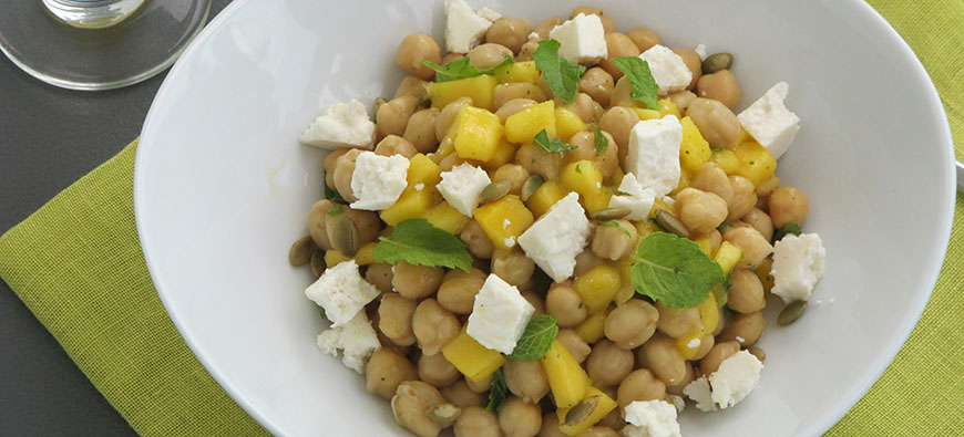 Chickpea salad with mango tequila dressing - simple recipe - The Kitchen doesn't Bite - Doreen Colondres