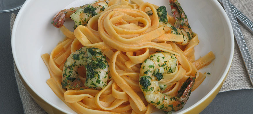 Fettuccine in yogurt pepper sauce with verde shrimps - simple recipe - The Kitchen doesn't Bite - Doreen Colondres