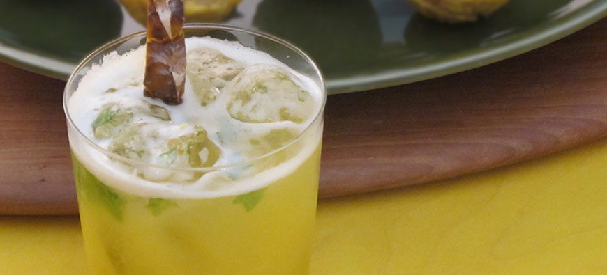 Fresh Pineapple Mojito - simple recipe - The Kitchen doesn't Bite - Doreen Colondres