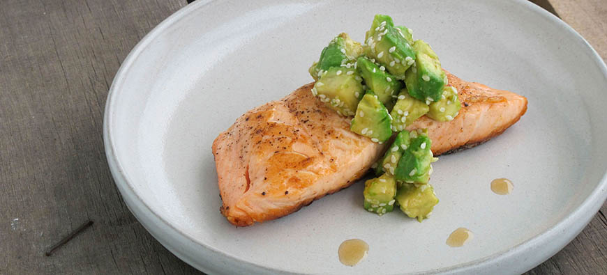 Grilled salmon with oriental guacamole  - simple recipe - The Kitchen doesn't Bite - Doreen Colondres