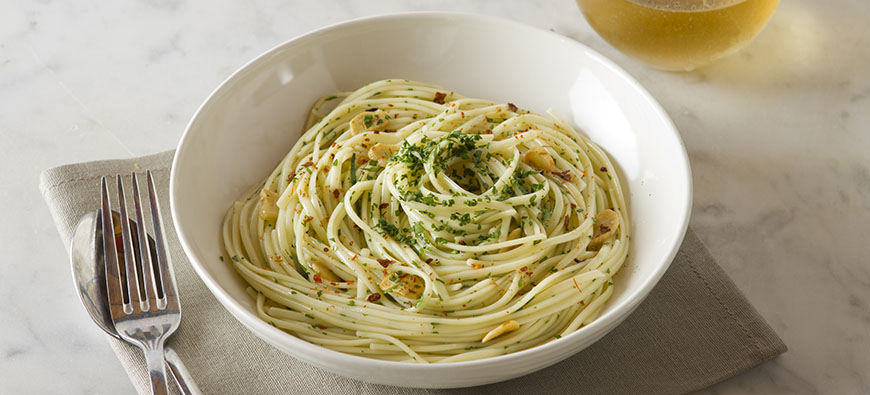 Linguini Aglio e Olio - simple recipe - The Kitchen doesn't Bite - Doreen Colondres