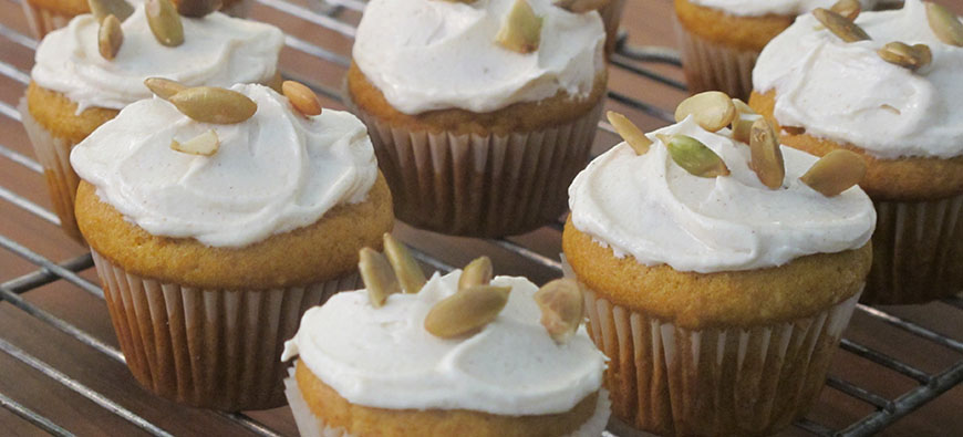 Pumpkin Mini Cupcakes - simple recipe - The Kitchen doesn't Bite - Doreen Colondres
