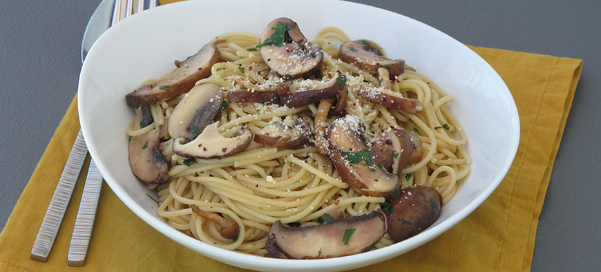 "Spaghetti with mushrooms ""al ajillo""- simple recipe - The Kitchen doesn't Bite - Doreen Colondres"