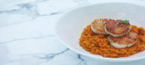 Seared scallops with carrot cilantro puré